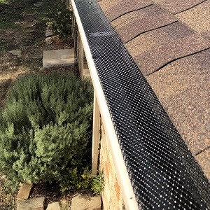 Leaf Guards - Gutter Tex - Dripping Springs, TX - Expanded Wire on Roof Gutter 300x300